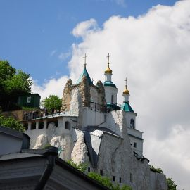 Святогорск, вид на Николаевскую церковь и Андреевскую часовню Паломничество. Поездка в Святогорскую Лавру. 27 мая 2012 г.