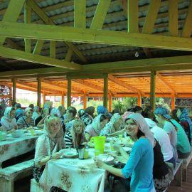 После литургии можно и потрапезничать! Паломническая поездка в Санаксары и Дивеево 28.06.18 - 01.07.18
