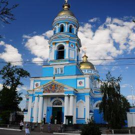 Но по дороге в Харьков группа заехала в Свято-Вознесенский собор в Изюме, где все приложились к чудотворной иконе Божией Матери, называемой Песчанской Паломничество. Поездка в Святогорскую Лавру. 27 мая 2012 г.